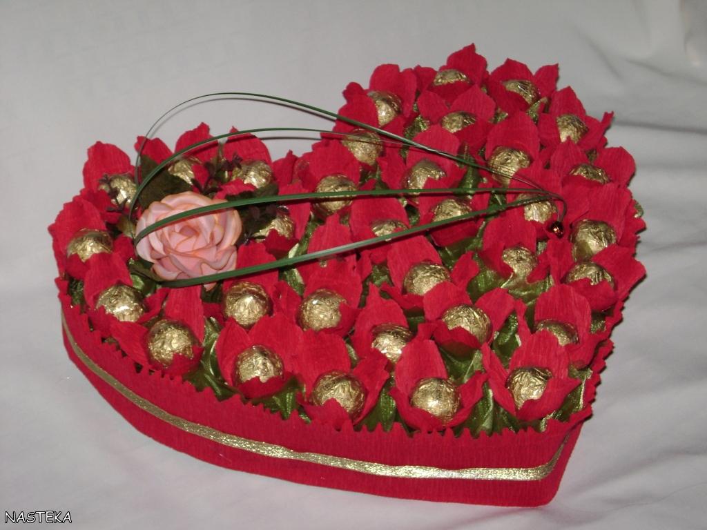 Сердце из конфет цветов своими руками