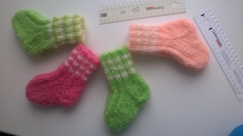 Вязанные носки на малышей