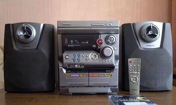 ... кассеты,и функция караоке можно вставлять микрофон и петь пульт в  комплекте хороший чистый звук музыкальный центр находится в городе Шуя без  торга тел. 671003e1203