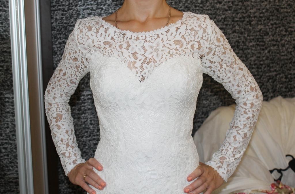 Кружевное платье с фатой