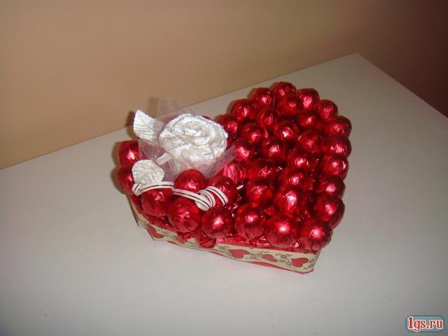 Сердечки своими руками с конфетами