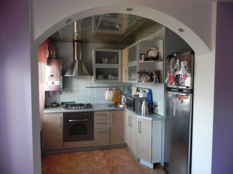 Совмещенная кухня в брежневке дизайн