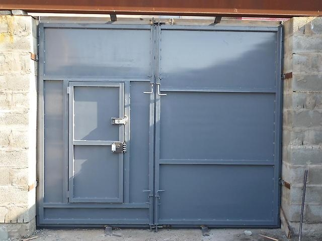 сколько будет стоить гаражные железные двери