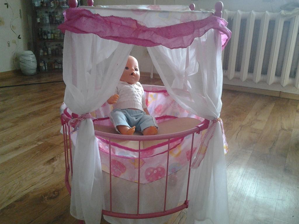 Круглая кроватка для кукол