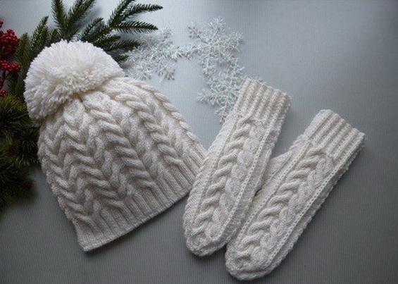 Связать шапочку и варежки спицами
