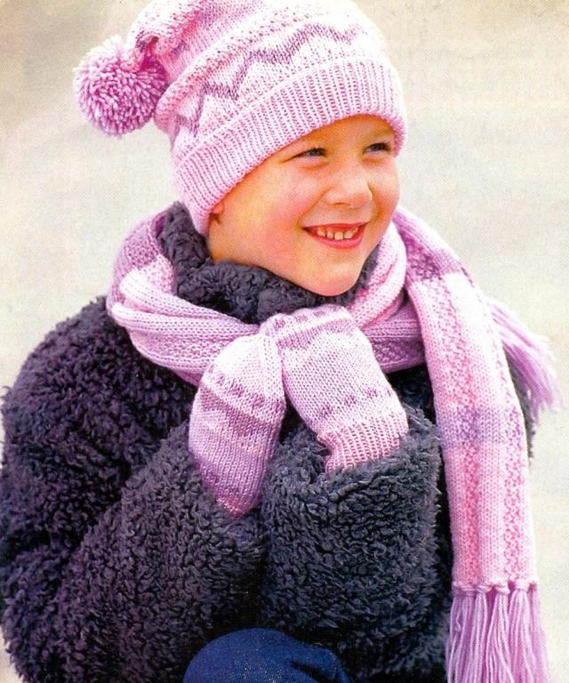 Вам потребуется: * для шапочки 100 г розовой, по... Детский вязаный комплект, состоит из шапки, шарфа и варежек