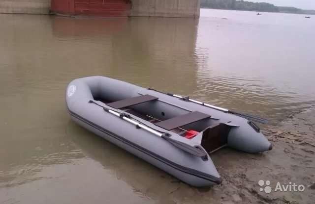 какая лодка лучше с транцем или без