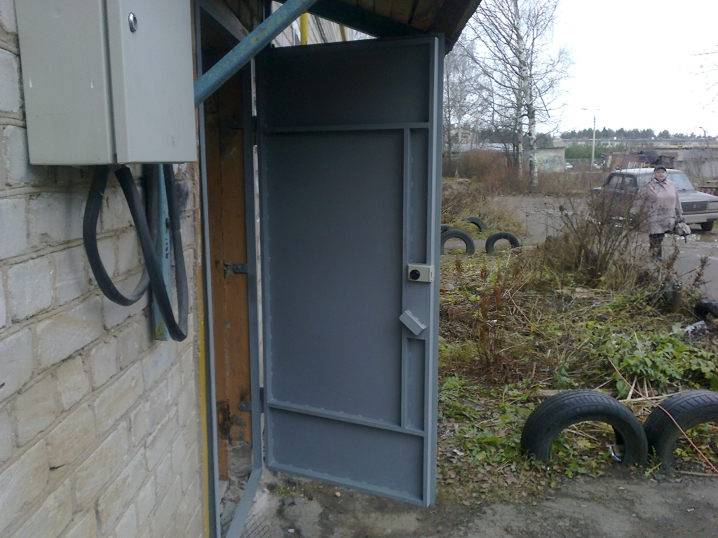 дверь железная из уголков