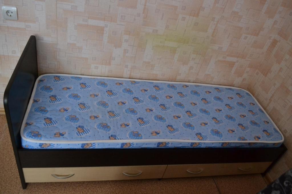 купить двуспальную кровать с матрасом авито