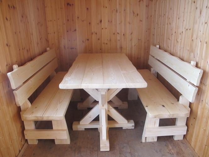 Стол с лавками из досок