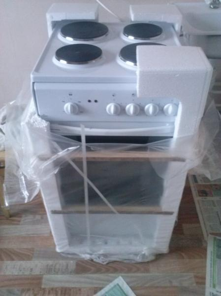 Продам новую, в упаковке, четырехкомфорочную электрическую плиту с духовкой, фирмы FLAMA.  Стоимость - 3500,00 рублей.