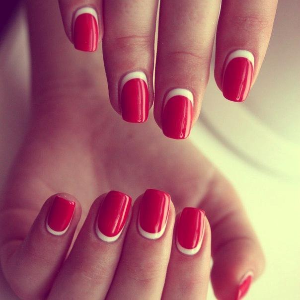 Дизайн ногтей красные с лункой
