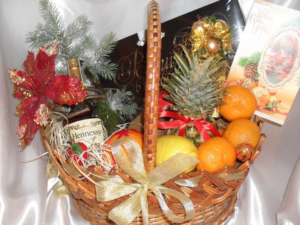 Фруктовая корзина в подарок на новый год
