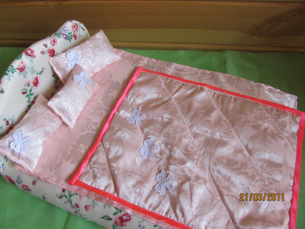 Как сшить одеяло и подушки для барби 4